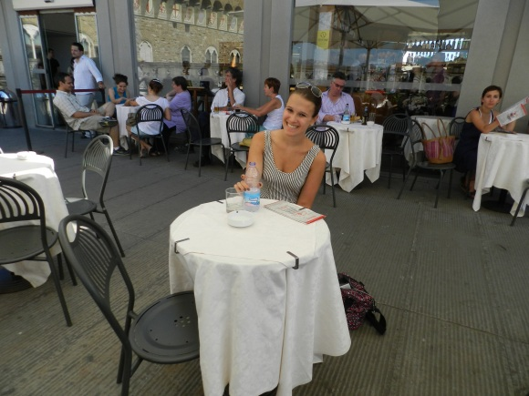 Having a water and pretzels-from-my-purse break in the cafe on top of the Uffizi!